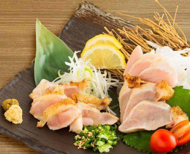 極み鶏 大摩桜のモモ・ムネたたき 1,408円(税込)